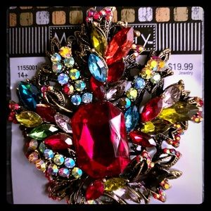 Dazzling broach with multifaceted gemstones